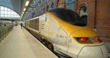 Der Eurostar in einem Bahnhof