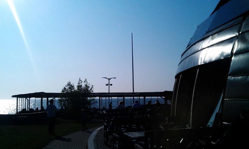 """Das """"Paat"""" (estnisch für """"Schiff"""") mit überwältigendem Blick auf die Ostseeküste und den Hafen Tallinns."""