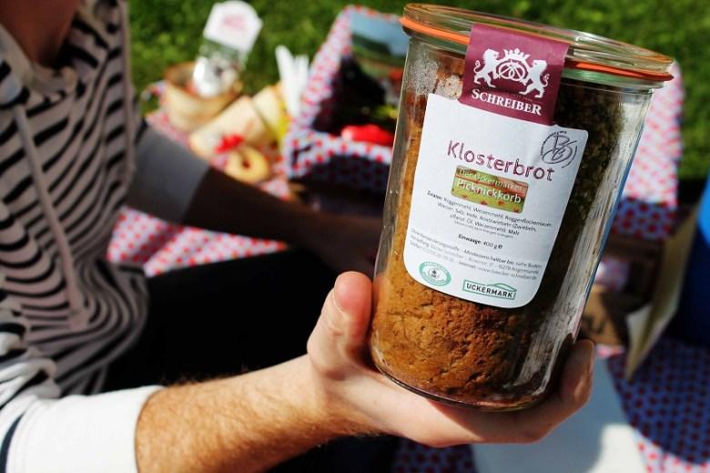 Uckermärker Picknickkorb mit Kindern
