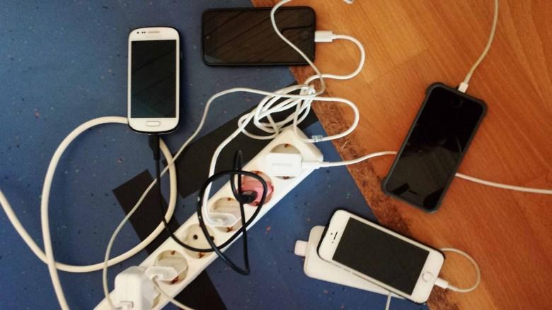 """Blogger achten meist penibel auf genug Akku. Auch zum """"nach Hause telefonieren""""..."""