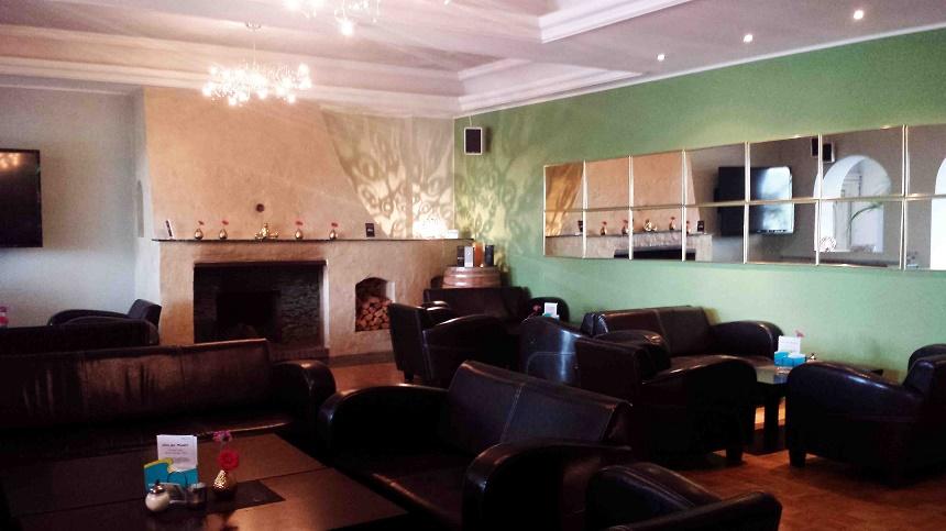 Ja, das ist eine Jugendherberge. Die Lounge im Seecafe. Abends an manchen Tagen mit Livemusik.