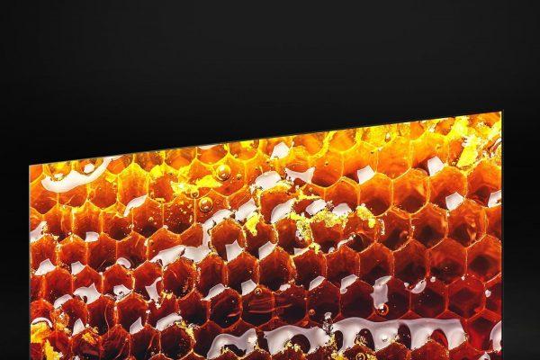 TV-SIGNATURE-OLED-Z9-03-OLED-With-8K-Resolution-Desktop