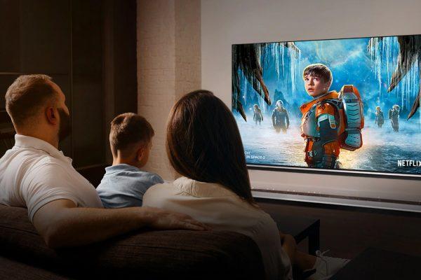 TV-SIGNATURE-OLED-88-ZX-08-Cinema-Desktop-v1