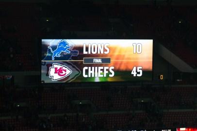 Detroit Lions verlieren in London gegen Kansas City Chiefs 10 zu 45. Anzeigetafel Wembley Stadion