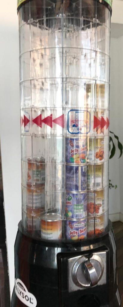 Naschi-Automat mit Mini-Dosen