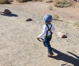 Jonathan führt sich selbst spazieren