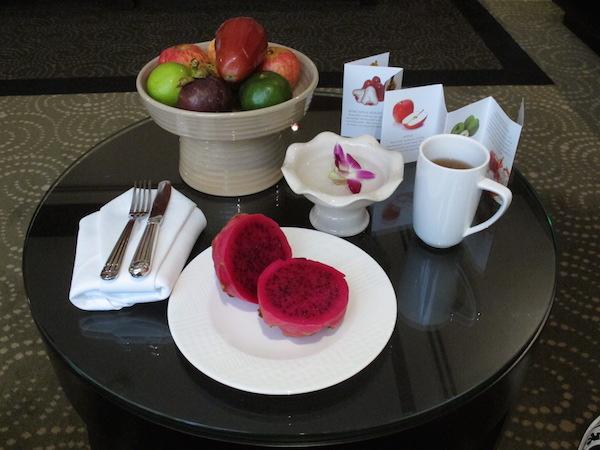 Frukt og en skuff med te var bare noe av det som ventet meg daglig på Banyan Tree.