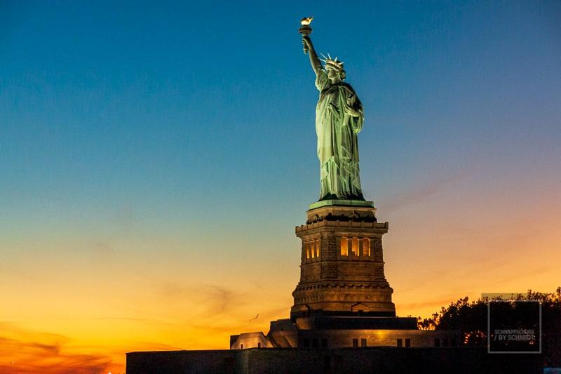 Die Freiheitsstatue im Sonnenuntergang
