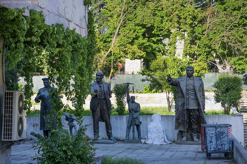 Albanien Reisebericht Reisetipps Tirana City Guide Ausrangierte Denkmäler