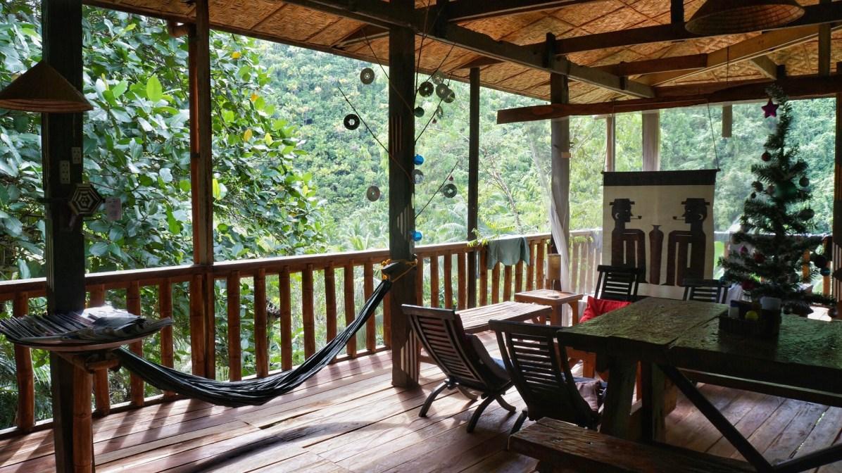 Rondreis Filipijnen: Nuts Huts Bohol veranda