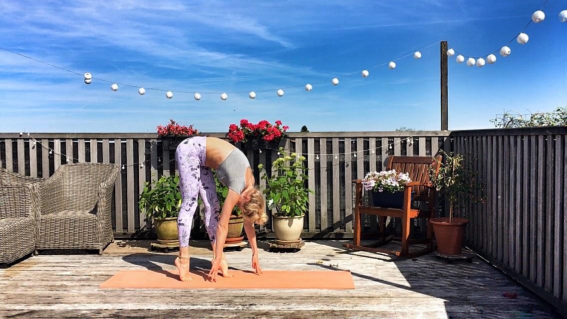 Yogakleding: yogalegging foreward bend