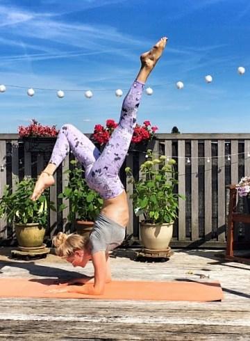 Yogakleding: yogalegging forearm balance