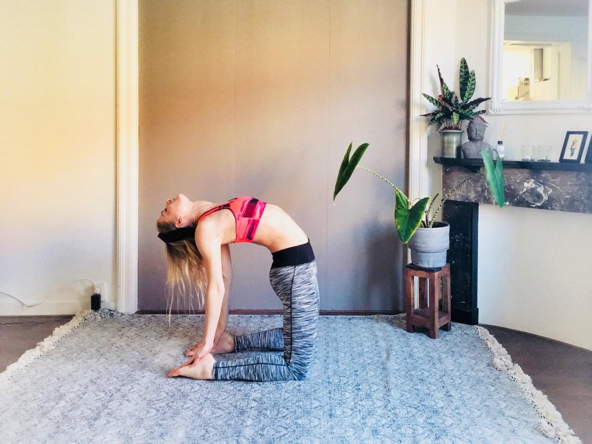 Yoga-oefeningen: camel pose