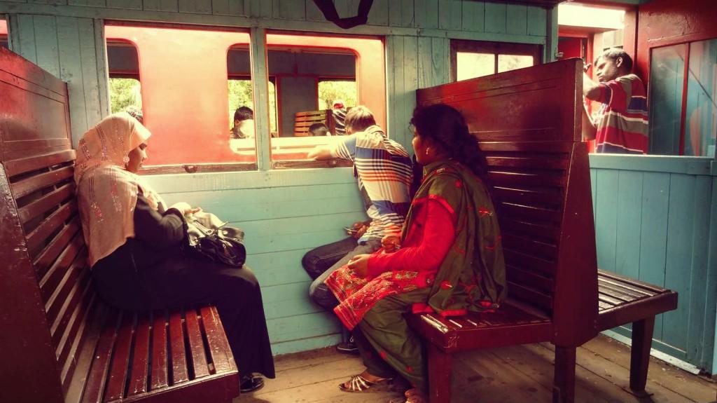 Een aantal locals in de trein - © Kirsten/Erick - Travelaar.nl