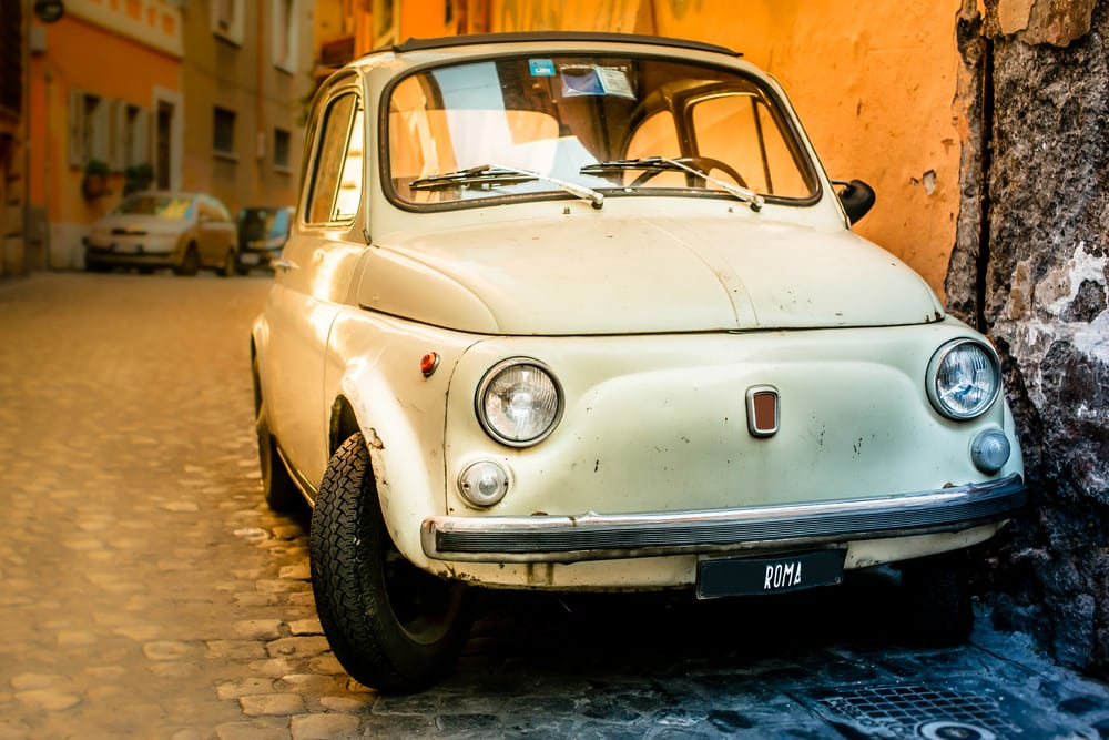 Rom i Italien - Vintage Fiat i gadebilledet