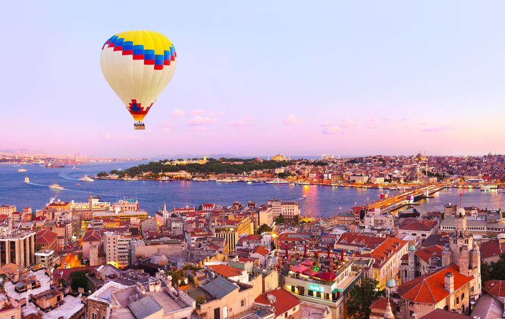 Luftballon over Istanbul i Tyrkiet