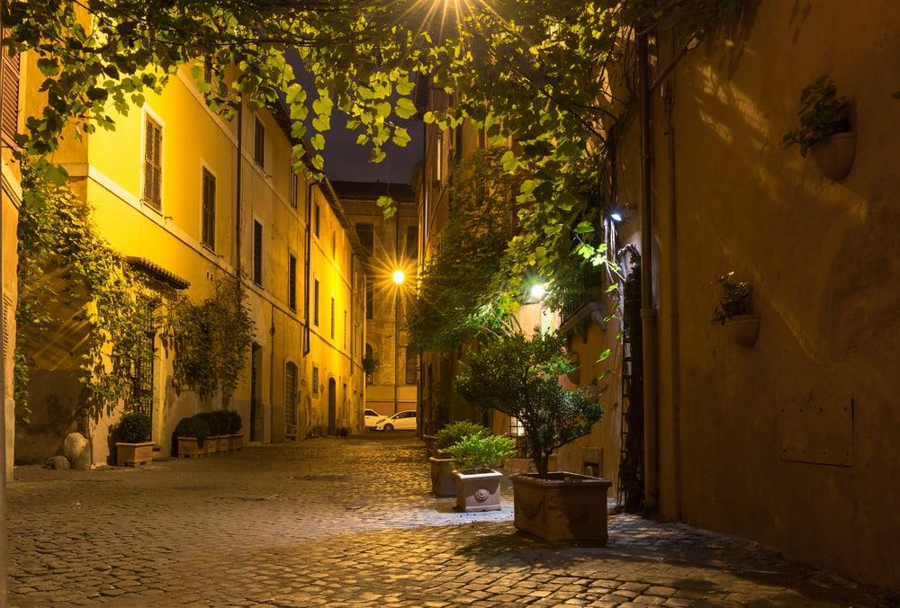 Hyggelig gade i Rom i Italien