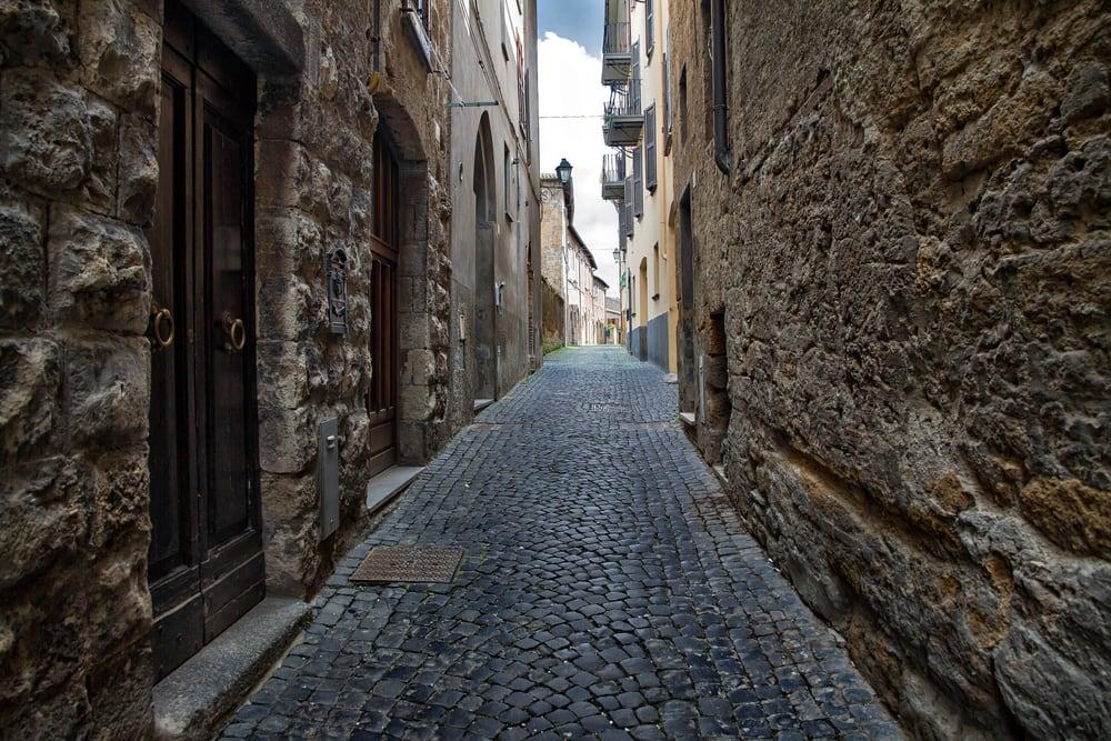 Smal gade i Rom i Italien