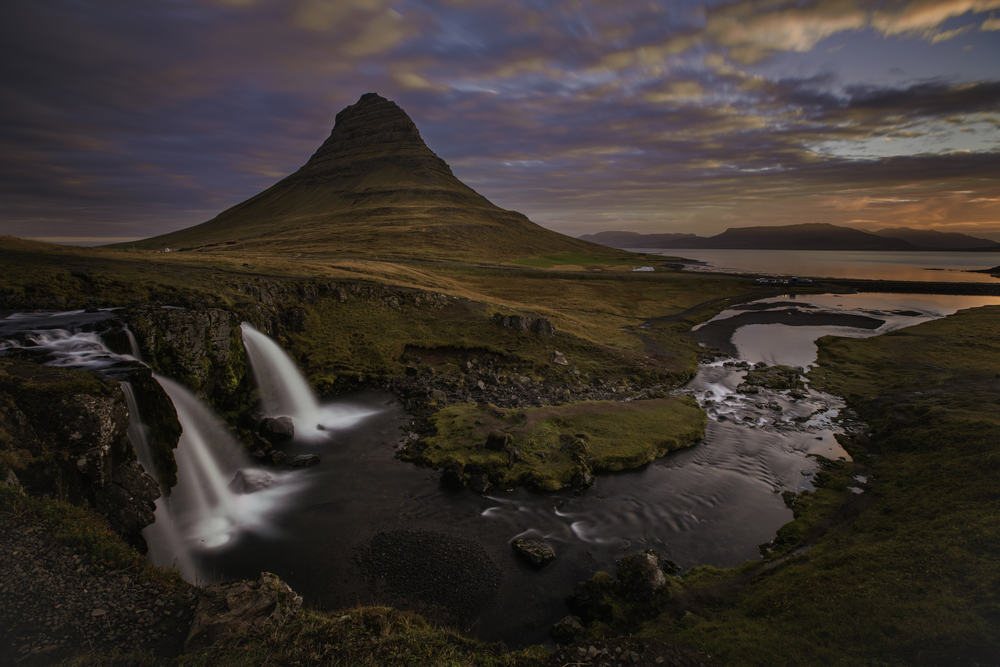 Vandfald og bjerge - Island