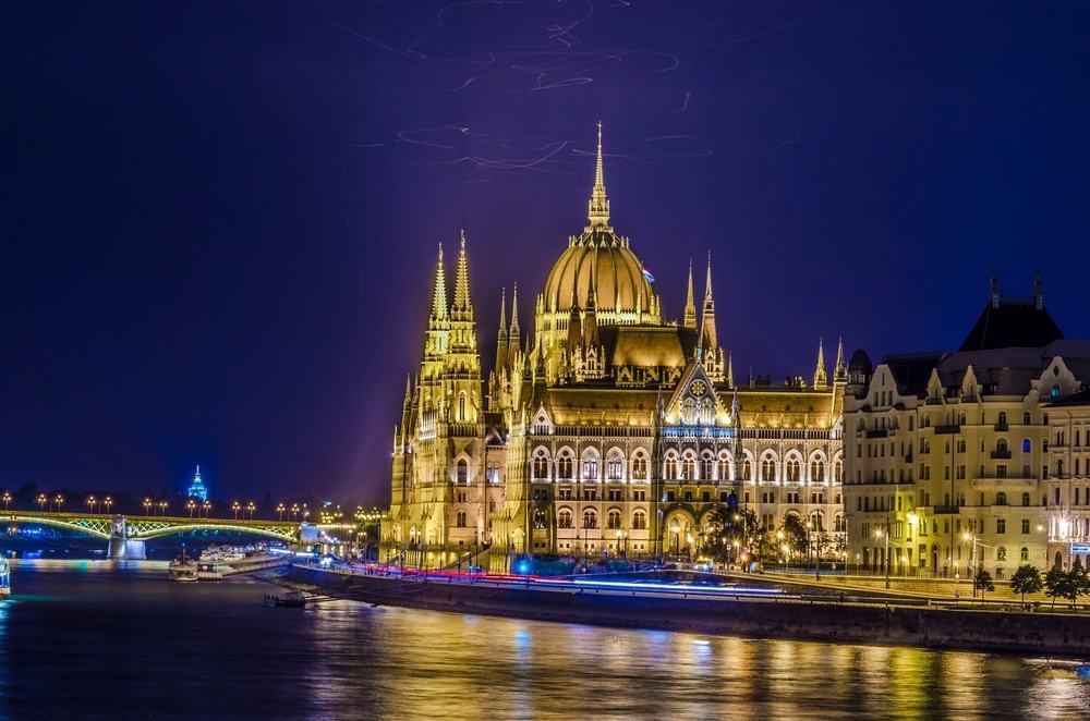 Det ungarnske parlament - Oplyst om aftenen