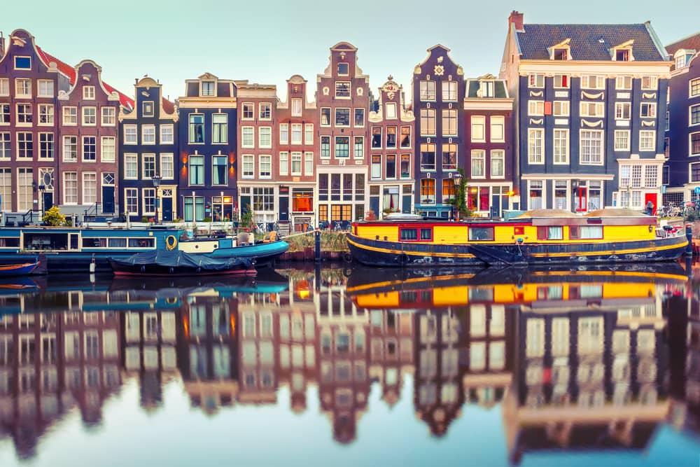 Husebåde i Amsterdam i Holland