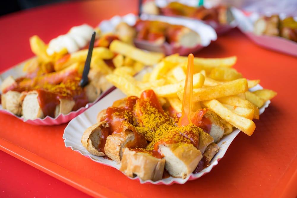 Currywurst med fritter - Berlin i Tyskland