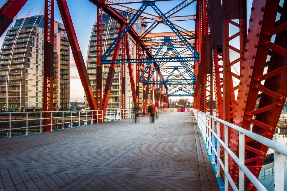 Detroit Bridge i Salford Quays - Manchester i England