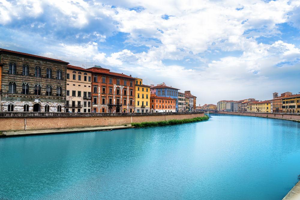 Arno floden - Pisa i Italien