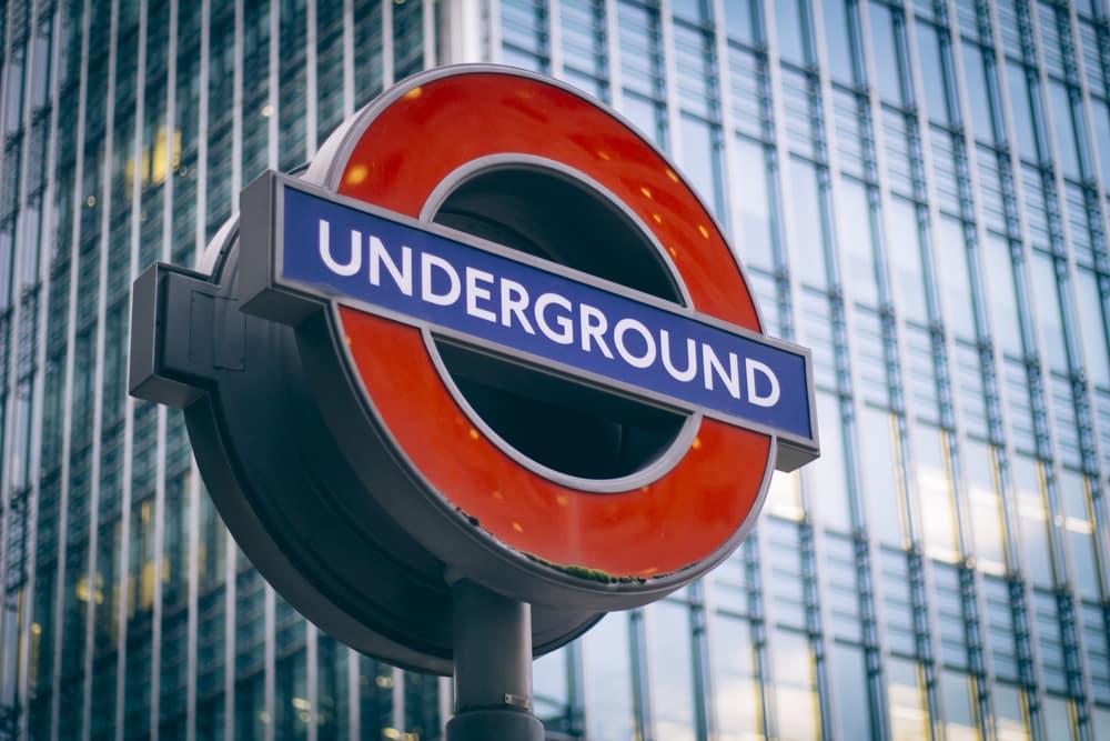 Flyv billigt til London