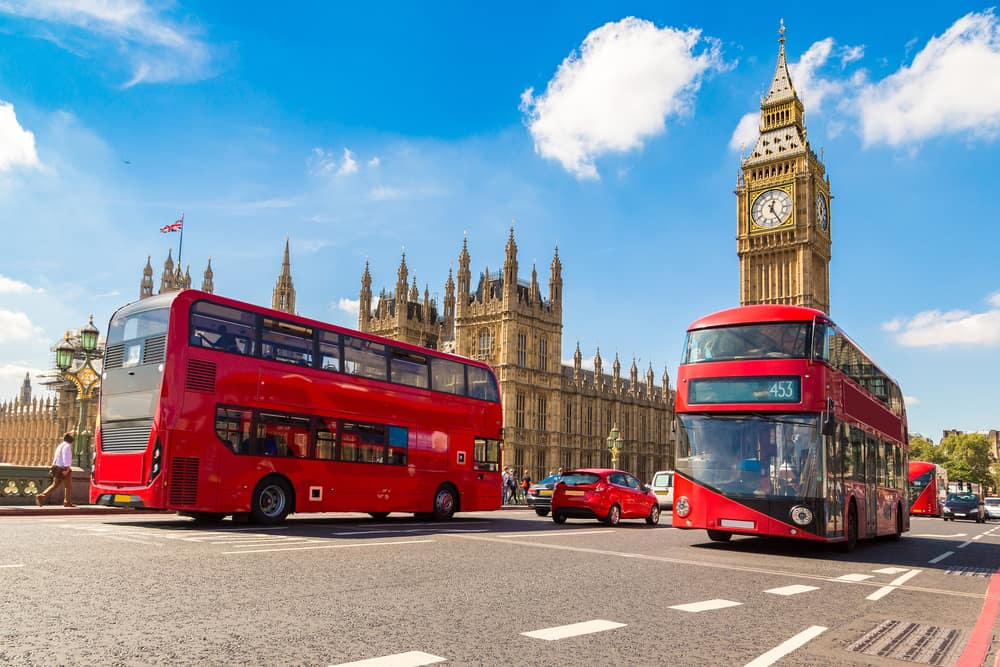 Big Ben og røde dobbeltdækker busser - London