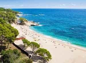 Strand på Costa Brava i Spanien