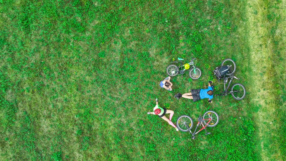 På cykel med familien