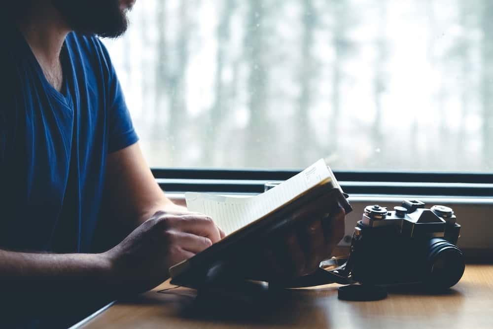 Læs en bog på rejsen