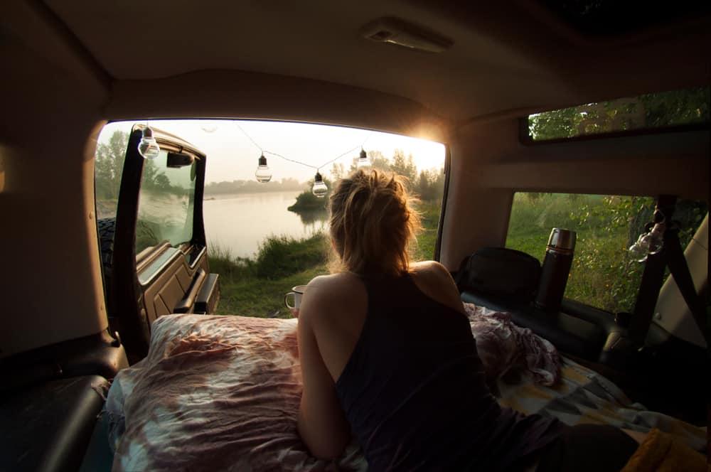 Sov i bilen