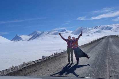 キルギスタン-山、ロードトリップ、雪-旅行