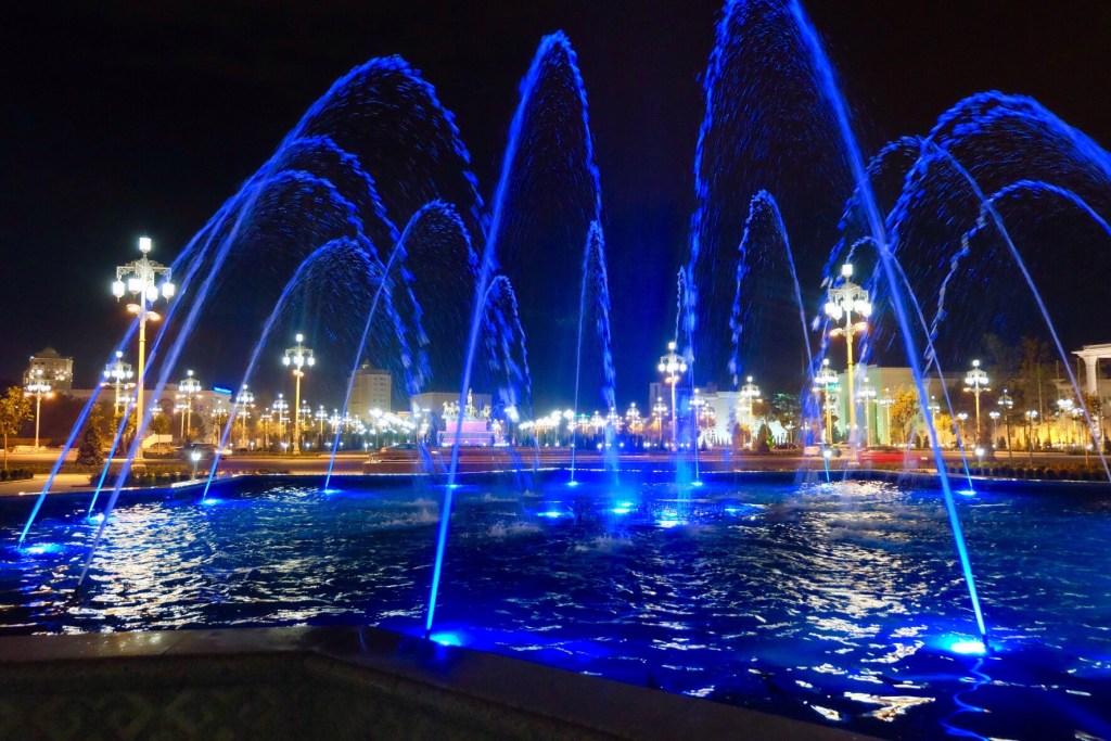 Turkménistan - Achgabat, fontaine - voyage