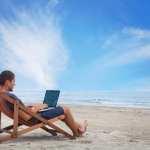 Εργασία στην παραλία - συνδυάστε ταξίδια και εργασία