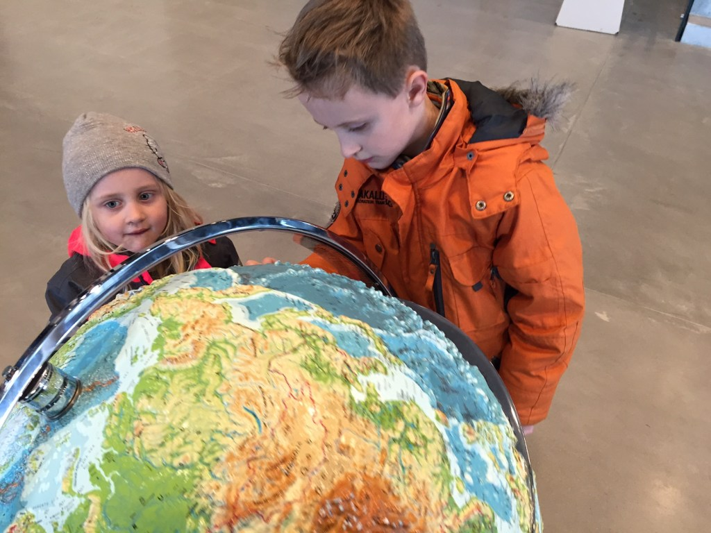 Traveling with children - globe