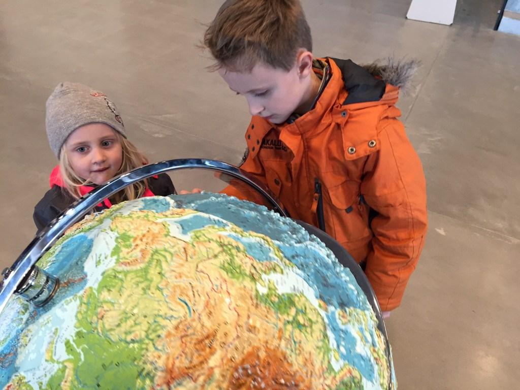 Rejse med børn - globus