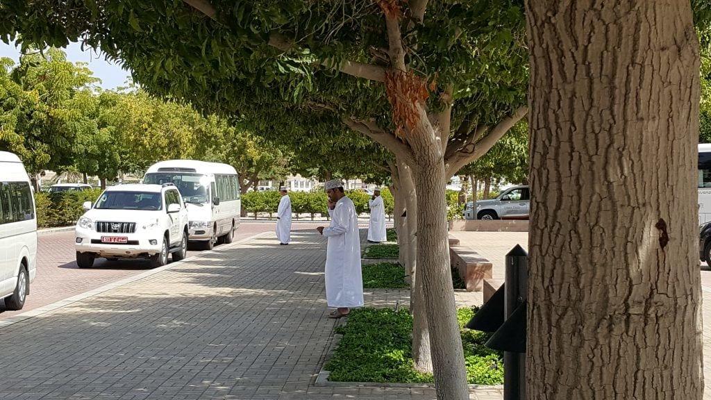 Oman dishdasha kumma rejser