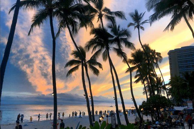 संयुक्त राज्य अमेरिका - सूर्यास्त समुद्र तट waikiki hawaii - यात्रा