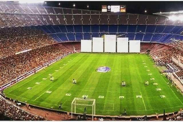 スペイン-バルセロナ-サッカー-旅行