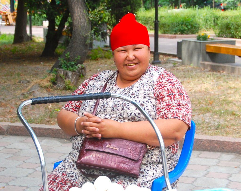 kirgisistan - dame guldtænder - rejser