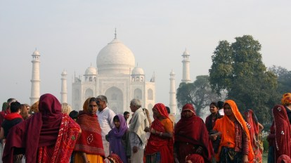India - Agra, Taj Mahal, people - travel