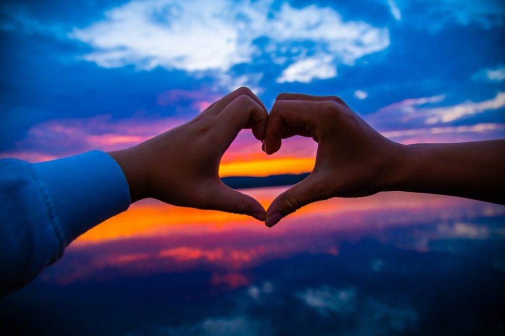 Hjerte, hænder, solnedgang - rejser