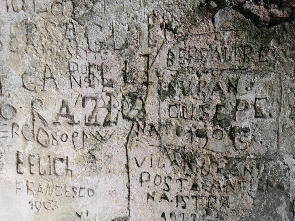 Italya, Rocca d'Anfo, graffiti - paglalakbay