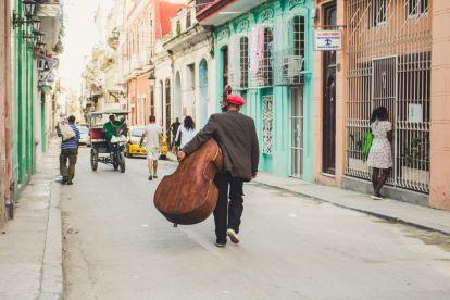 Kuba Havana Man Street Travel