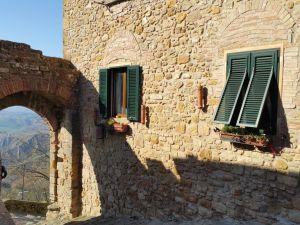 इटली वोल्त्रा बिल्डिंग यात्रा