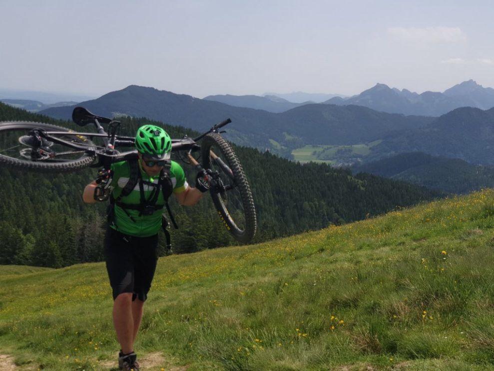 grass field bjerge cykel rejser