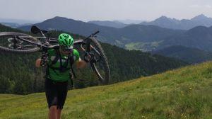 gräsfält berg cykelresor
